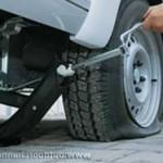 Автодомкрат, подьем автомобиля для замены колеса
