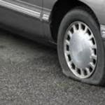 спущенное колесо, прокол покрышки