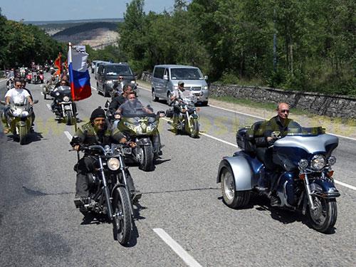 Премьер-министр России Владимир Путин на байкерском шоу в Новосибирске