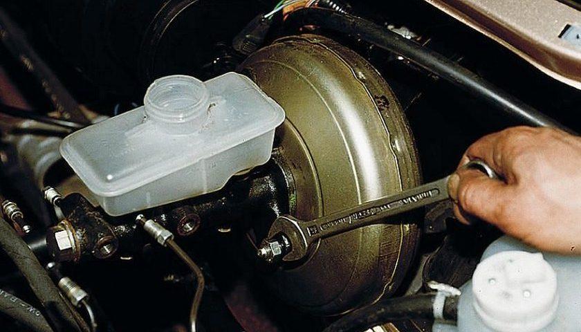 Замена главного тормозного цилиндра | АВТОЧАС