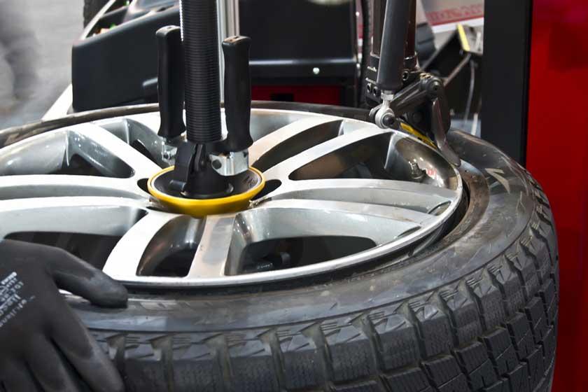 Шиномонтаж колеса на диске