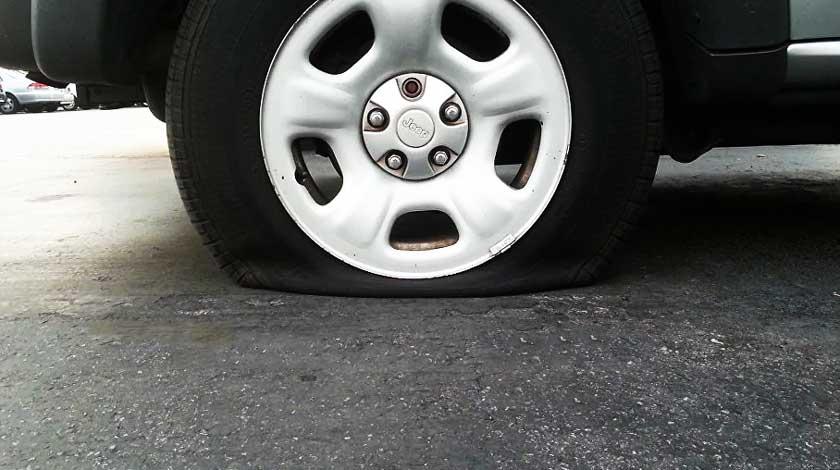 Пробило колесо в дороге