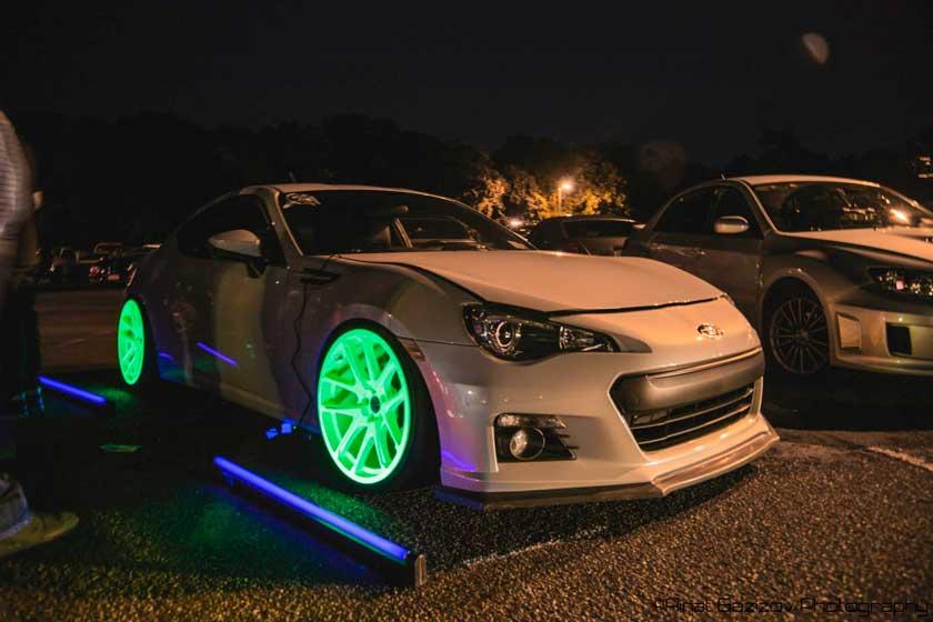 Пример светящихся дисков на автомобиле