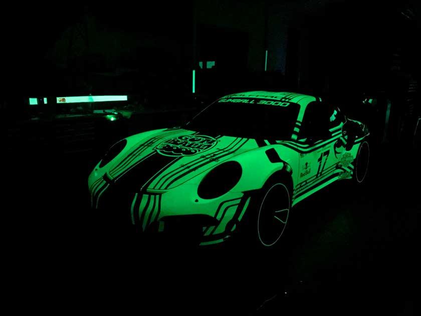 Porshe 911: тюнинг кузова светящейся краской
