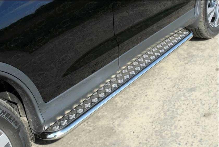 Пример тюнинга автомобиля с помощью железных порогов