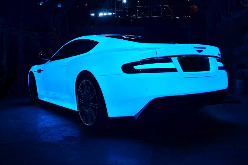 Светящийся в темноте Aston Martin DB9