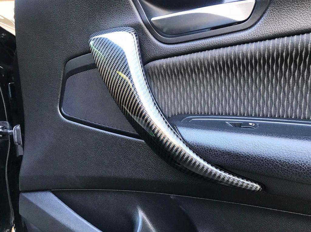 Обтяжка карбоном деталей салона авто
