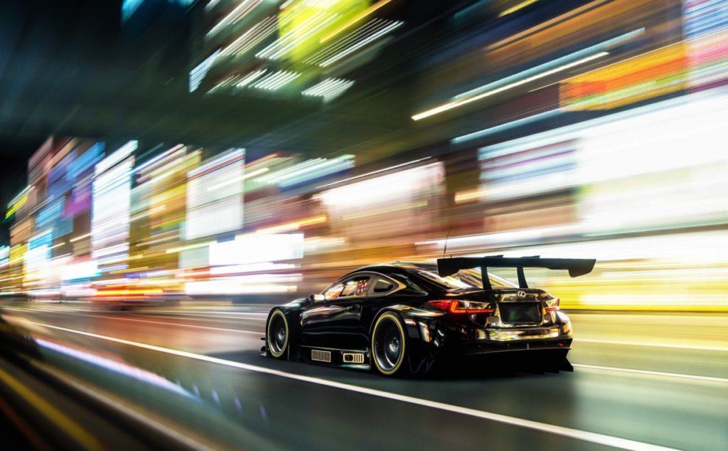 Черный Lexus на скорости